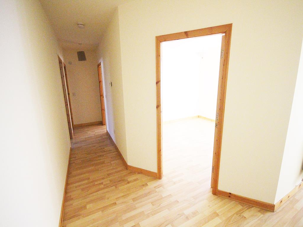 2 bedroom apartment For Sale in Colne - IMG_1338.jpg